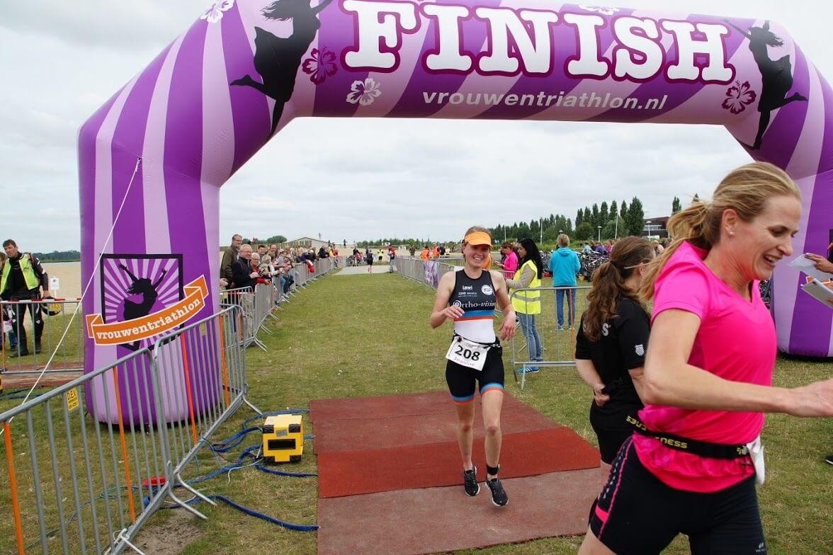 vrouwentriathlon - virtus for events - start-finishboog